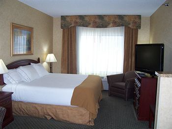 Holiday Inn Express Hotel & Suites Bismarck