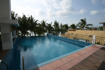 Hotel Crown Regency Beach
