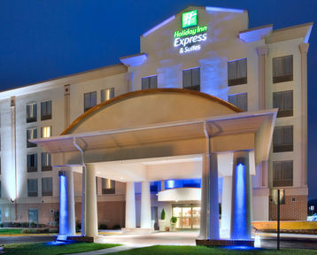 Holiday Inn Express Hotel & Suites Fredericksburg