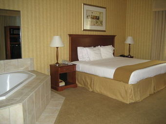 Holiday Inn Express Hotel & Suites Woodbridge