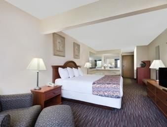 Hotel Baymont Inn And Suites Columbus/rickenbacker