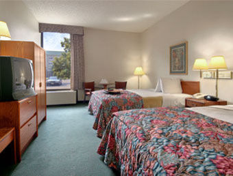 Hotel Baymont Inn And Suites Columbu