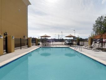 Hotel Baymont Inn And Suites Henders