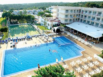 Hotel sur menorca biniancolla menorca - Parque acuatico menorca ...