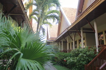 Hotel Bangtao Village Resort