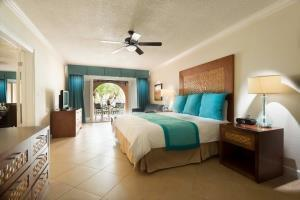 Hotel Divi Little Bay Beach Resort