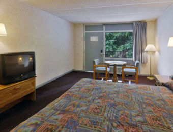 Hotel Howard Johnson Inn - Fredericksburg