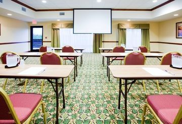 Holiday Inn Express Hotel & Suites Lexington Nw-the Vineyard