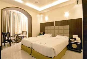 Hotel Raunak International