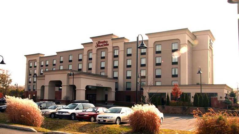 Hotel Hampton Inn And Suites By Hilton Laval