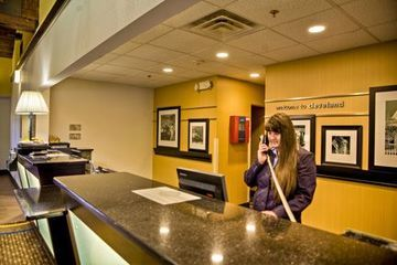 Hotel Hampton Inn And Suites Airport