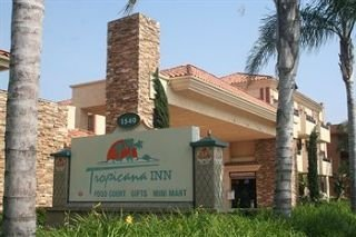 Hotel Tropicana Inn & Suites