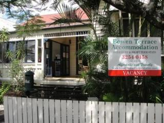 Hotel Bowen Terrace Accommodation - Hostel