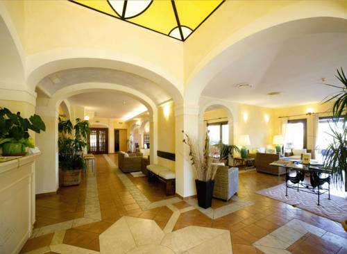 Lantana Resort Hotel & Apartments