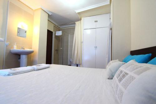 Hostal Arjori Rooms