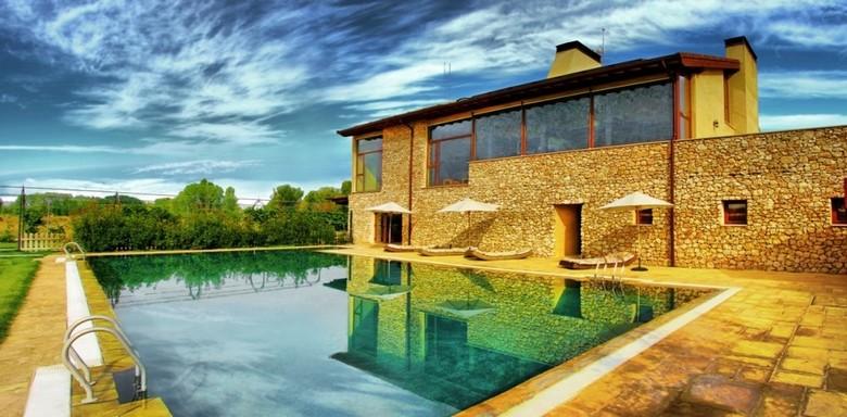 Hotel kinedomus bienestar aranda de duero burgos for Hoteles en burgos con piscina