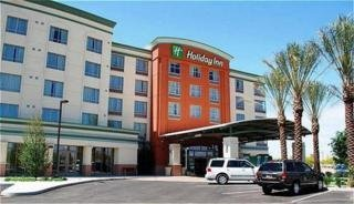 Hotel Holiday Inn And Suites Airport