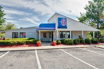 Motel 6 Pinehurst/ Ft. Bragg