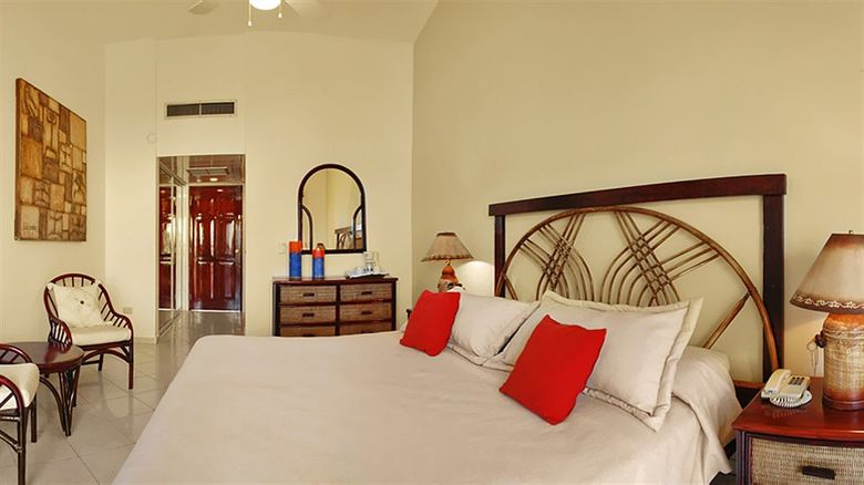 Hotel Lifestyle Crown Residence Suites