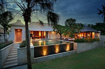 Villa The Royal Santrian