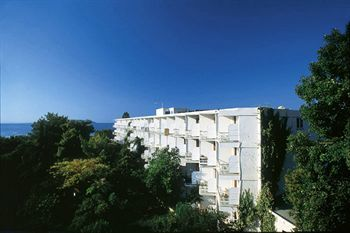Hotel Eden Beach Plaka Club