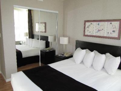 Hotel Carmana Plaza (two Bed)