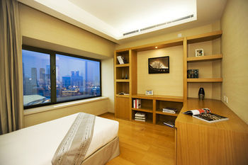 Hotel Somerset Int'l Building (1 Bd Deluxe)
