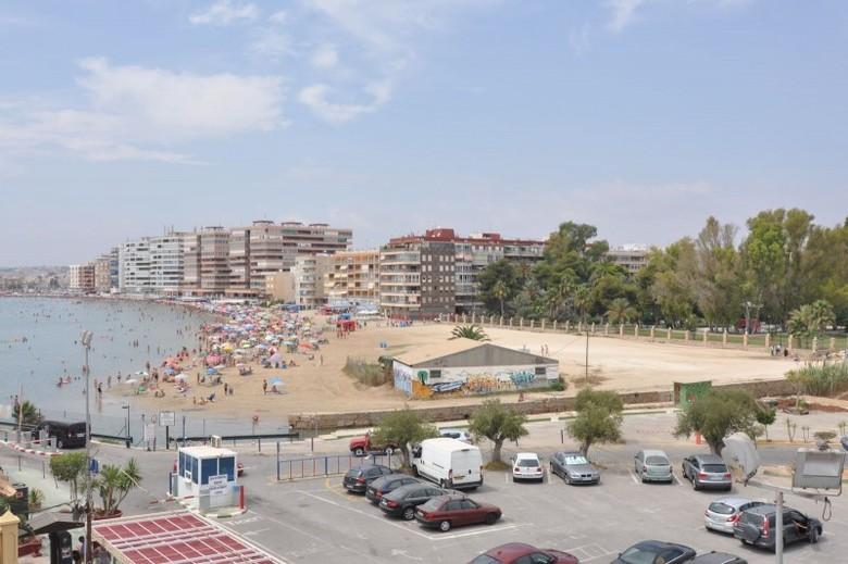 Apartamento apartamentos puerto deportivo marina for Apartamentos puerto marina