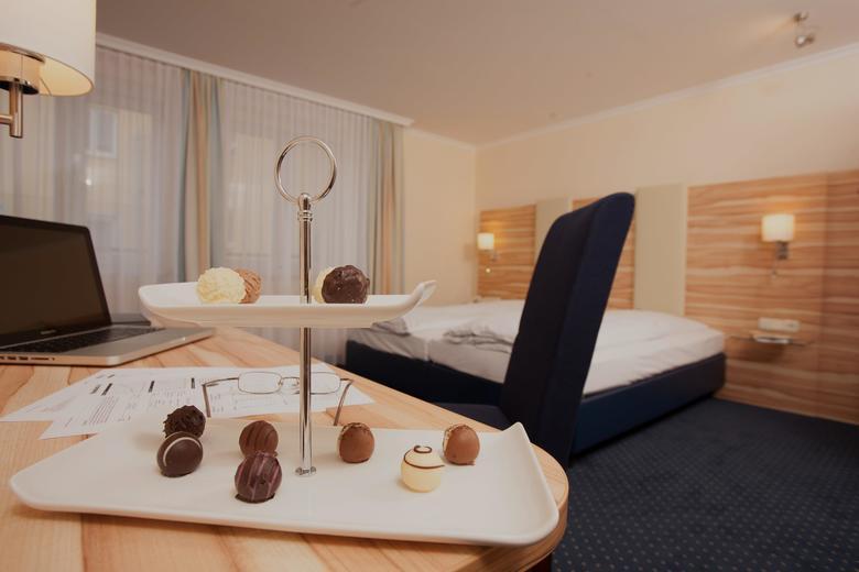hotel daniel munich baviera. Black Bedroom Furniture Sets. Home Design Ideas