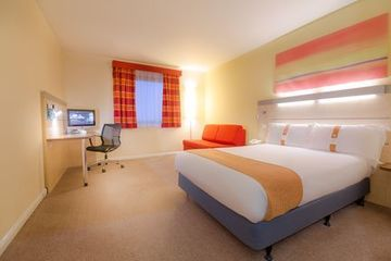 Holiday Inn Express Watford Hotel