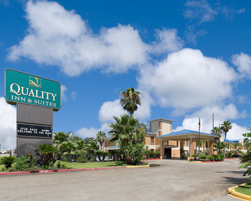 Hotel Quality Inn & Suites Yacht Club Basin