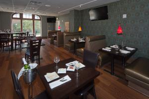 Doubletree By Hilton - The Tudor Arms Hotel