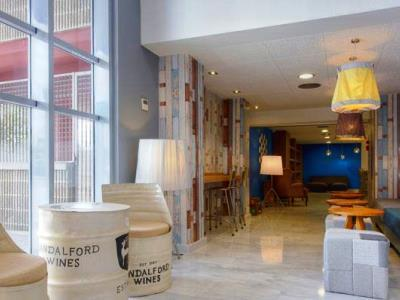 Hotel TRYP Airport Suites