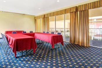 Hotel Howard Johnson Inn And Suites San Antonio/balcones Heights