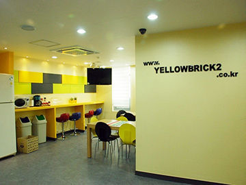 Hotel Yellow Brick 2