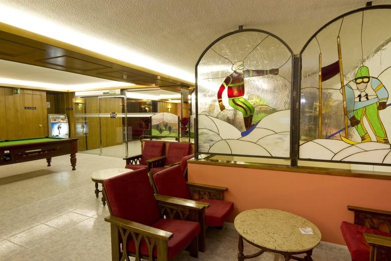 Hotel solana arinsal andorra for Habitaciones familiares andorra