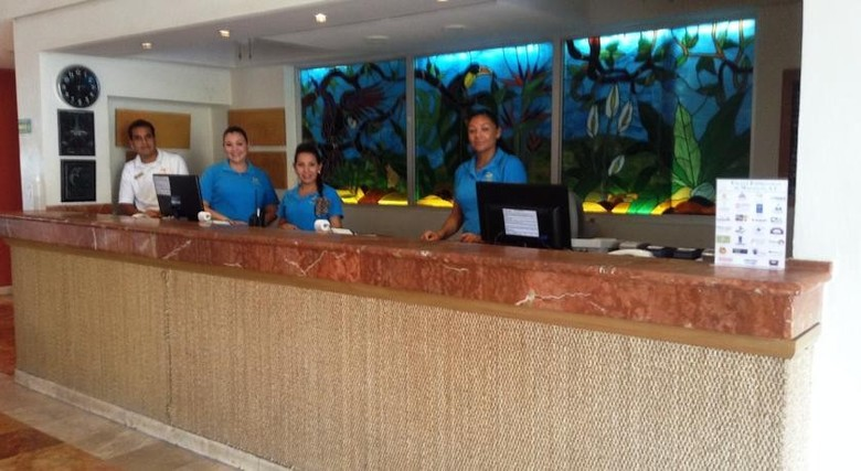 Hotel Las Flores Beach Resort