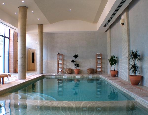 Hotel intur alcazar de san juan alczar de san juan for Piscina alcazar de san juan