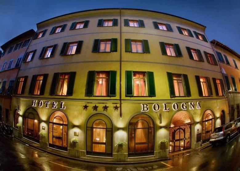 Hotel bologna pisa for Royal palace luxury hotel 00187 roma