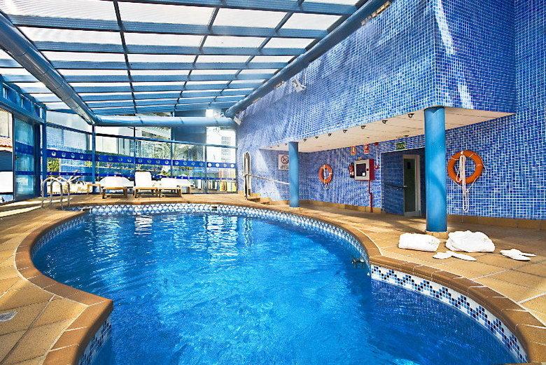 Hotel madeira centro benidorm alicante for Hoteles en benidorm con piscina climatizada