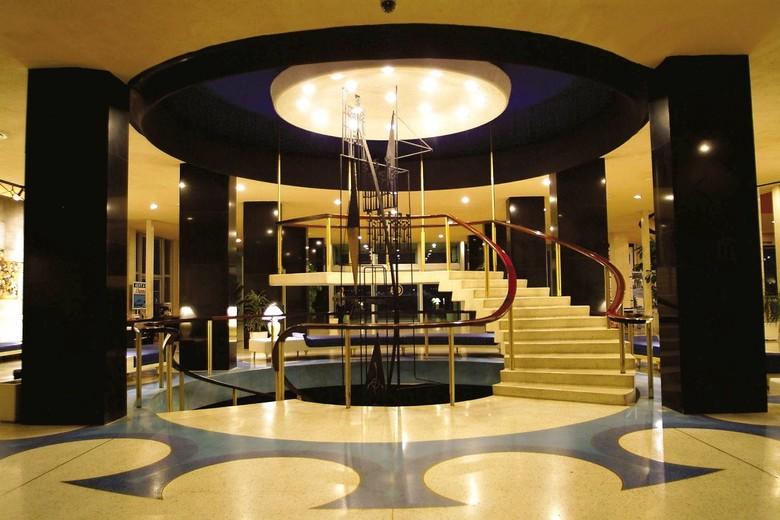 Hotel habana riviera la habana for Diseno de lobby de hoteles