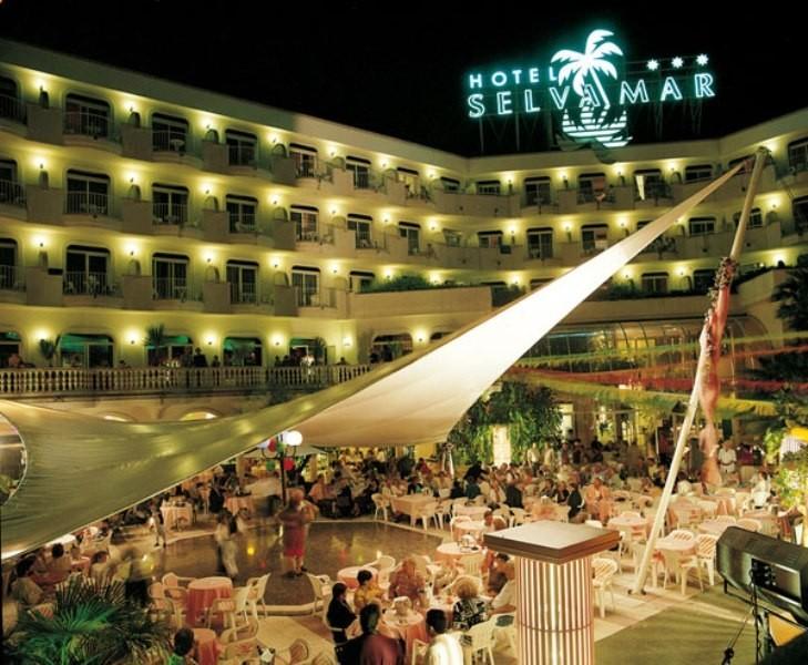 Hotel selvamar lloret de mar girona for Hoteles en lloret de mar con piscina climatizada