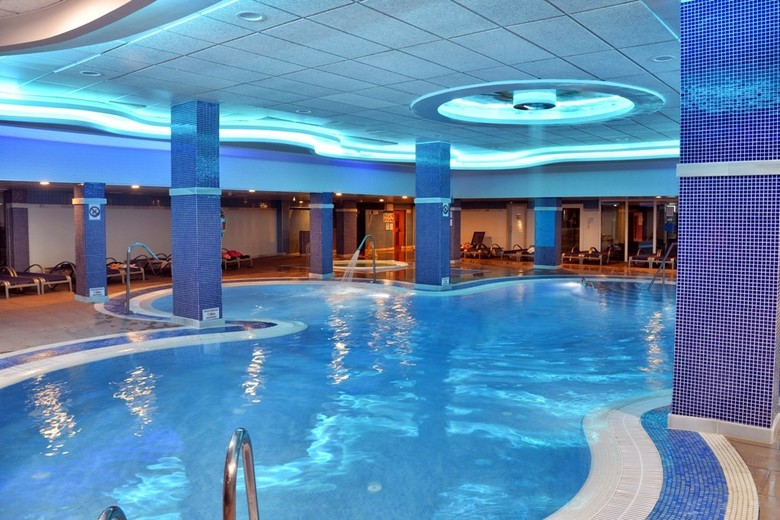Hotel benalmadena palace benalm dena m laga - Piscinas cubiertas malaga ...