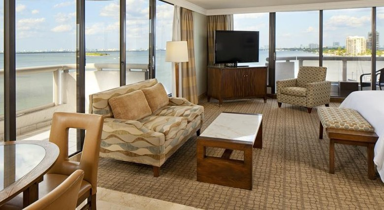 hampton inn & suiteshilton miami brickell hotel, miami
