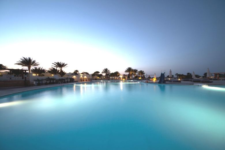 Hotel Coral Beach Rotana Resort(.)