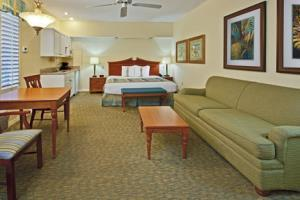 Holiday Inn Hotel & Suites Harbourside