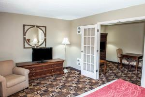 Hotel Comfort Inn & Suites North At The Pyramids