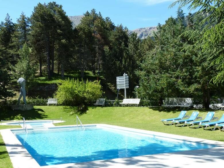 Alp hotel masella masella girona - Piscina en catalan ...