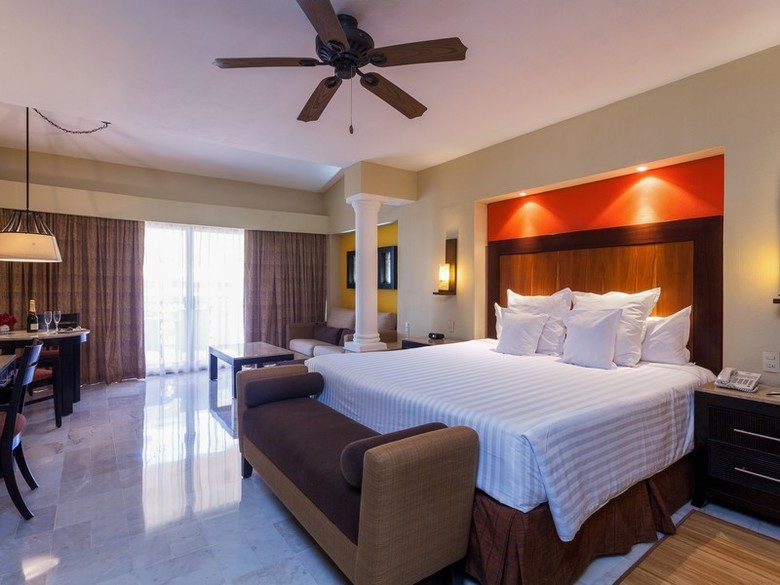Hotel barcel puerto vallarta puerto vallarta jalisco for Cuarto de hotel 5 estrellas