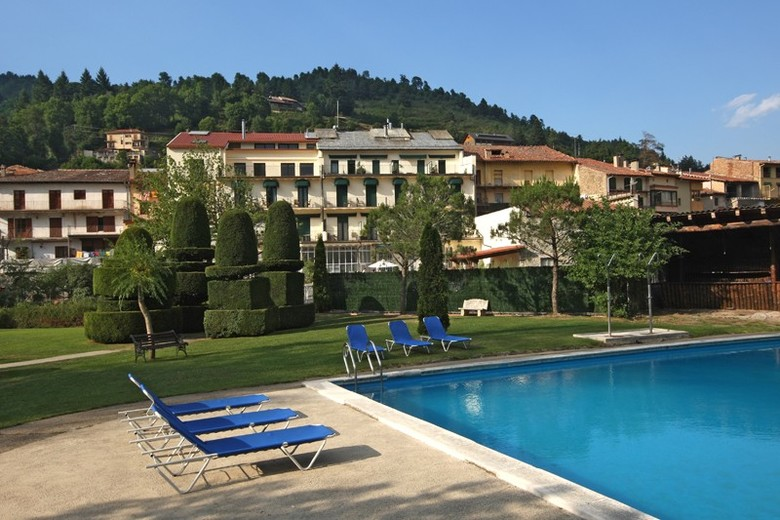 Hotel camprodon camprodon girona for Piscina municipal girona